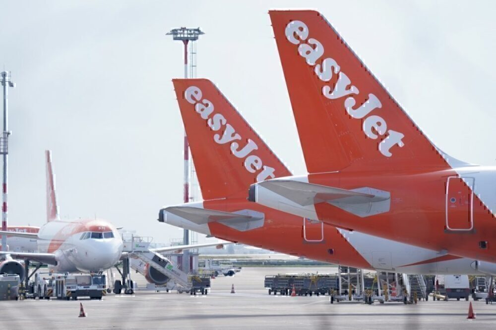 EasyJet cuts capacity as quarantine restrictions widen