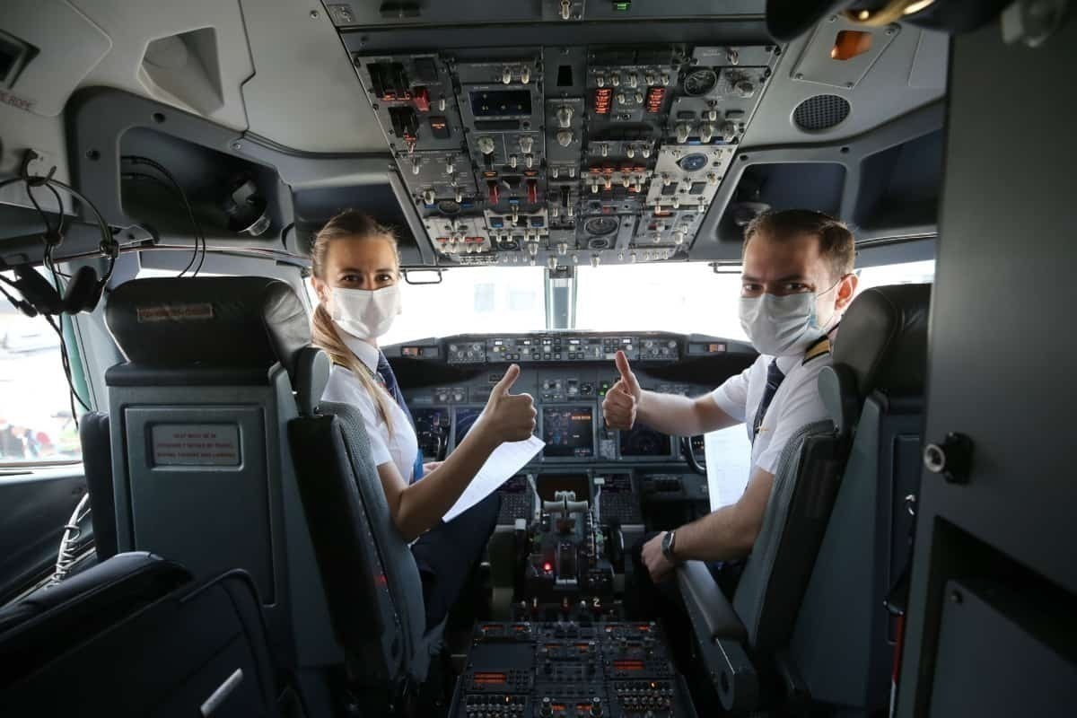 2 pilots in Turkish Airways cockpit