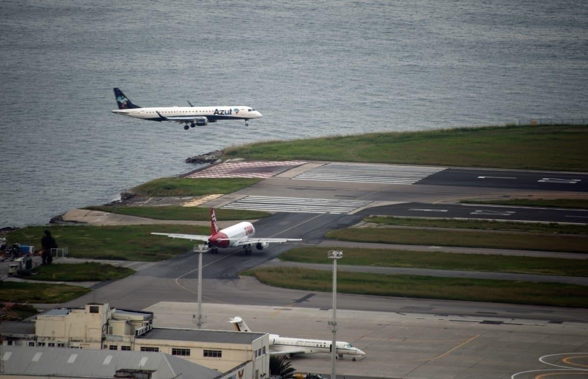 Azul aircraft landing