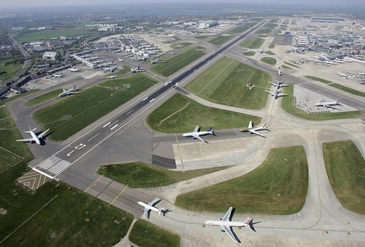 taxiway at heathrow airport