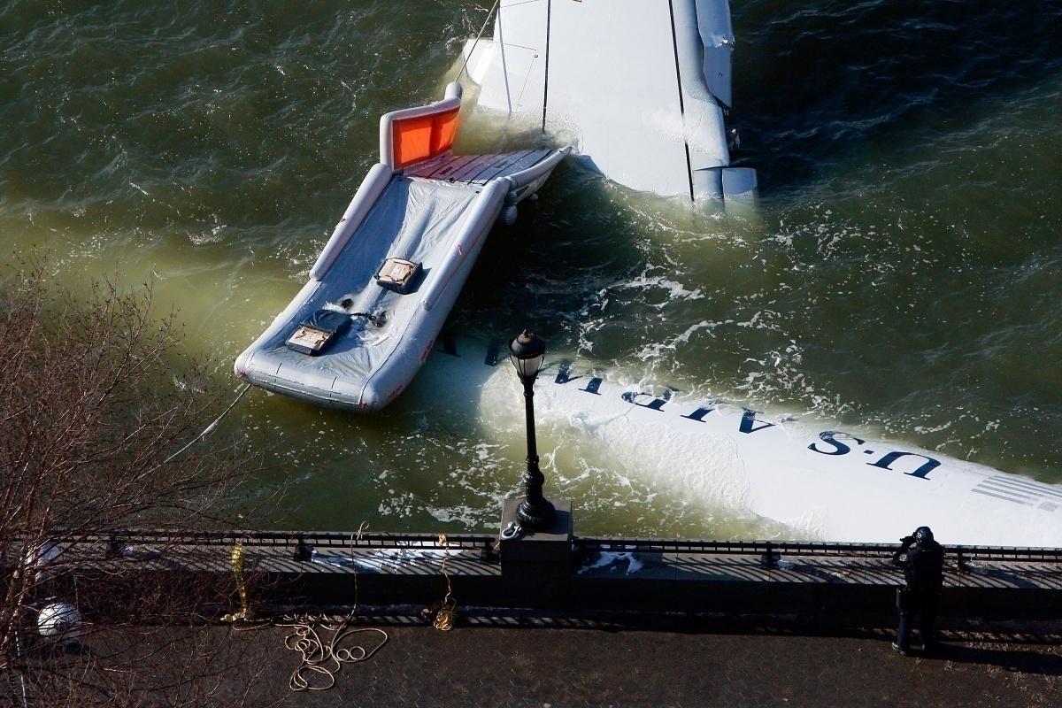 A320 on Hudson river