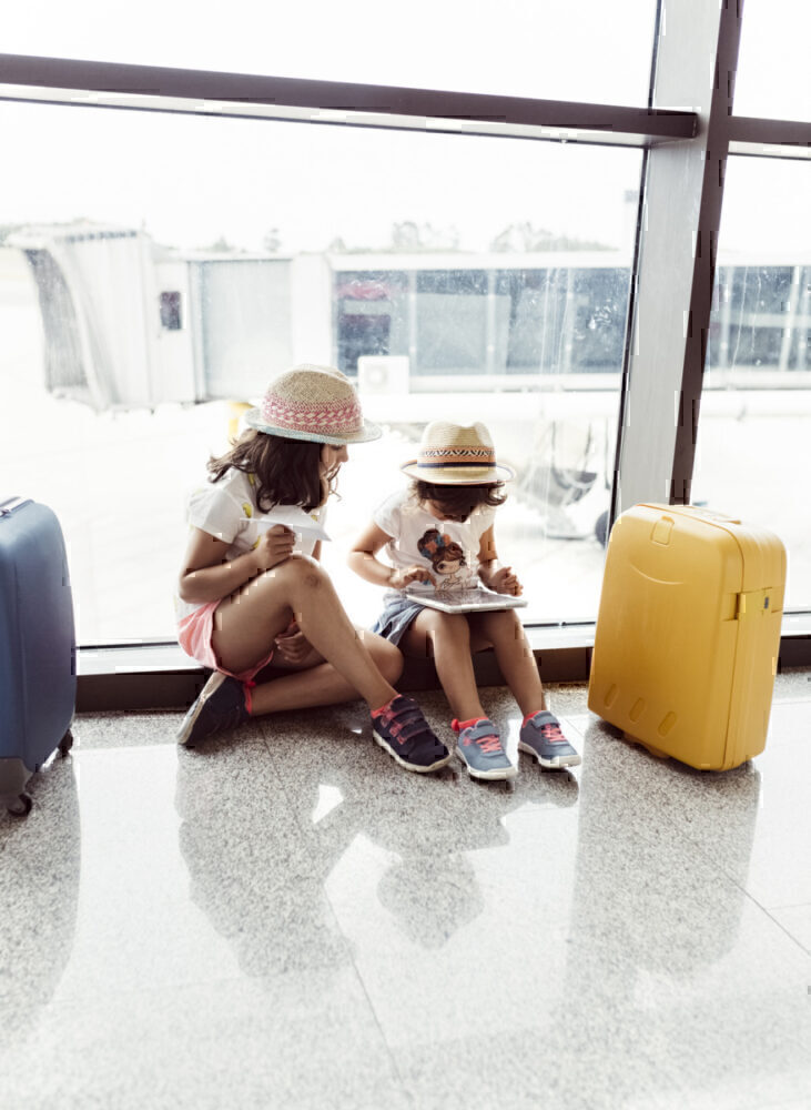2 girls travel in Spain
