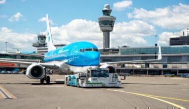 KLM taxibot with B737