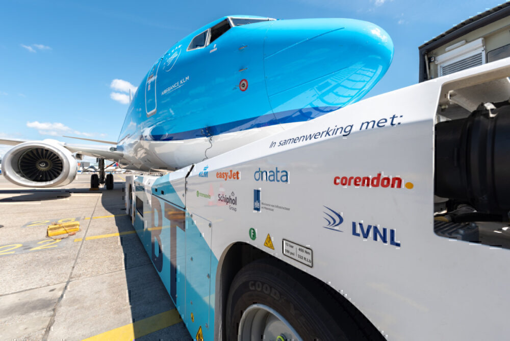 close-up of KLM on taxibot