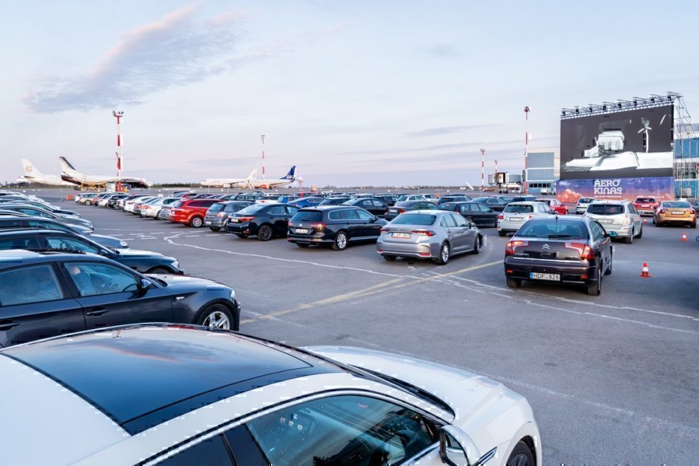 Social distancing respected in cars. Moviegoers asked to stay in their vehicles. Photo: Vilnius Airport