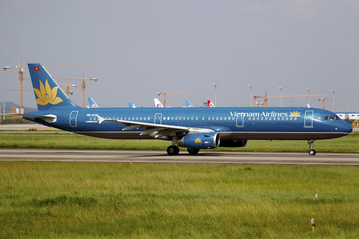 vietnam-airlines-cracked-Windshield