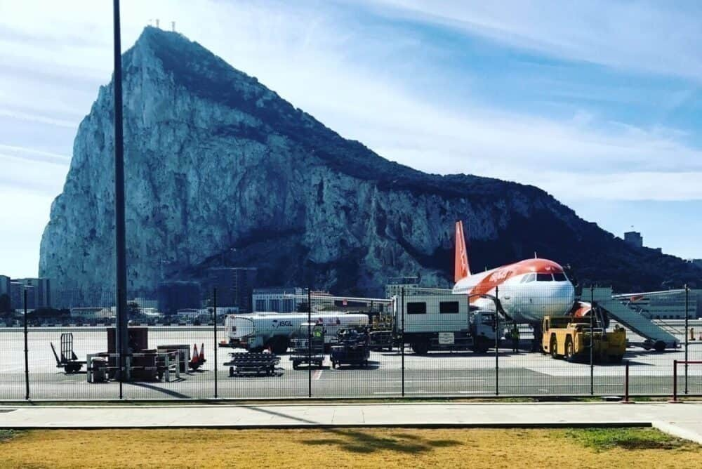 Gibraltar Airport, Runway with road crossing, Gibraltar