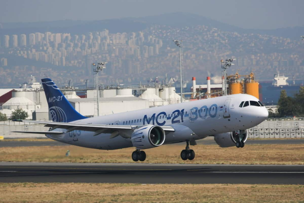 MC-21 medium-range twinjet airliner