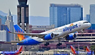Allegiant_Air_N902NV_1992_Boeing_757-204_C-N_26964_(13910001166)
