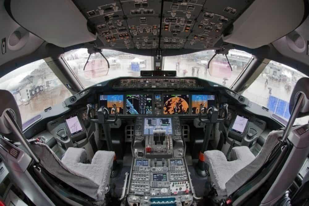 Boeing 787-8 Cockpit