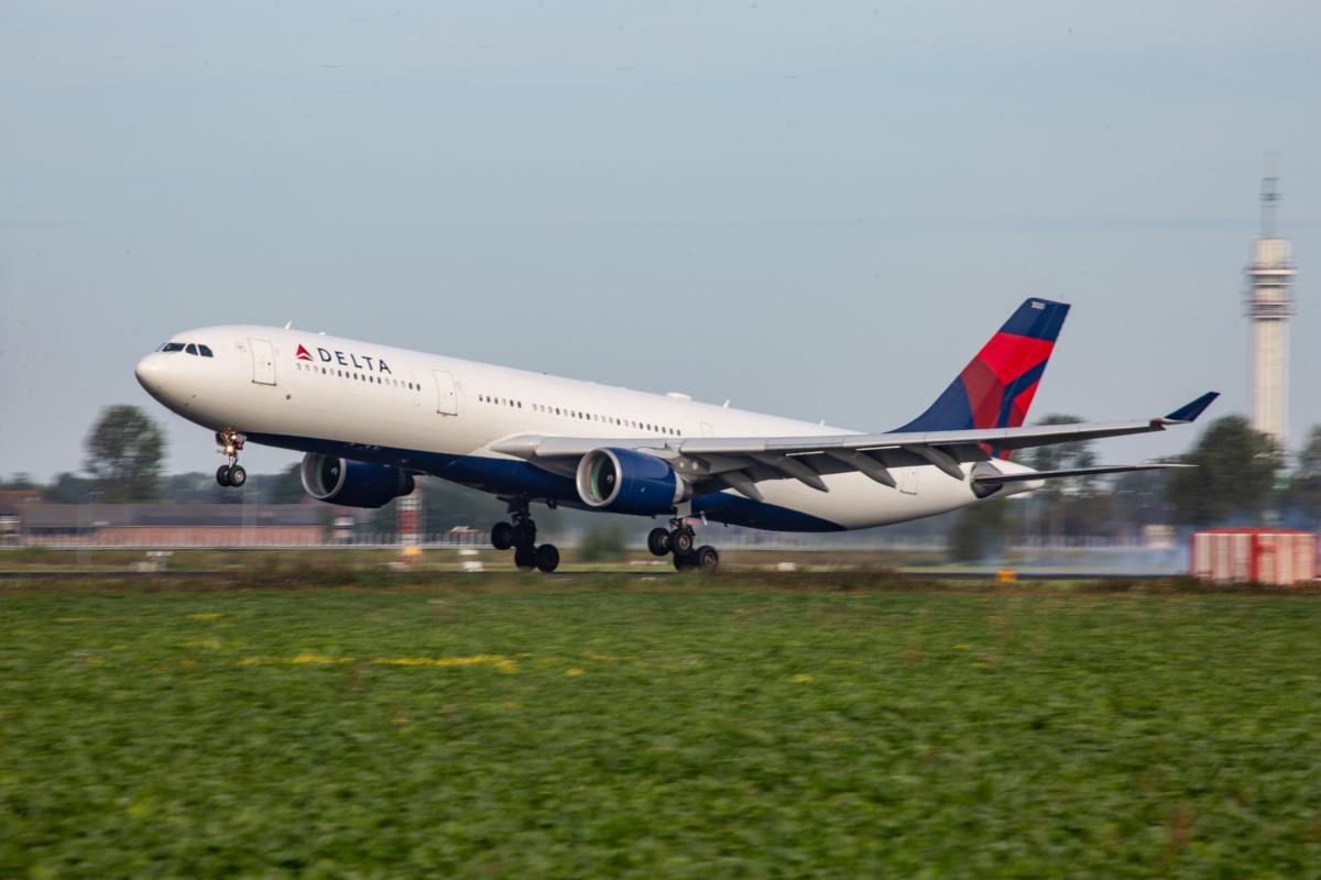 Delta A330 plane