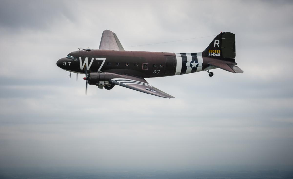 DC-3-New-York-Flyover