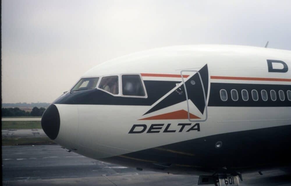 Delta DC-10 jet