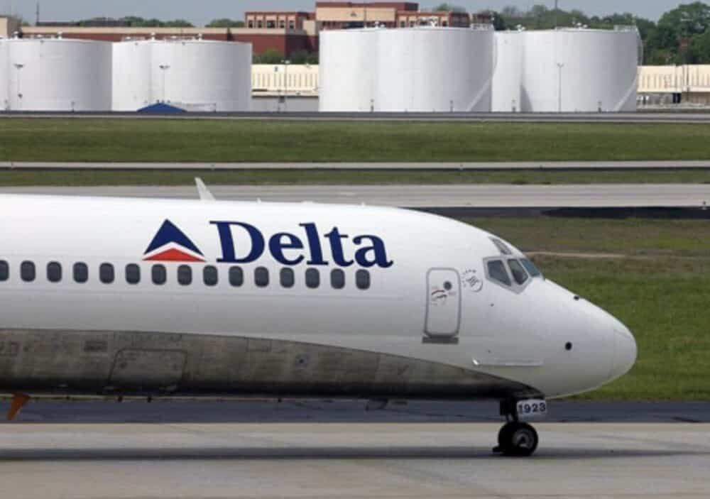 Delta MD-88 Plane