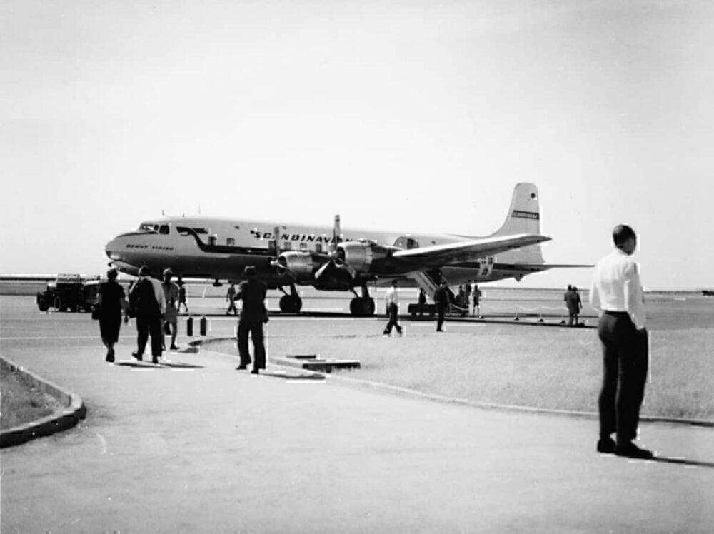 DC-6B of SAS