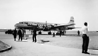 DC-6B of SAS