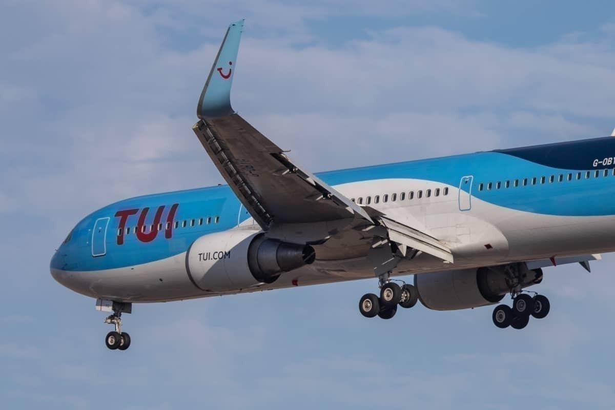 TUI Boeing 767 Landing