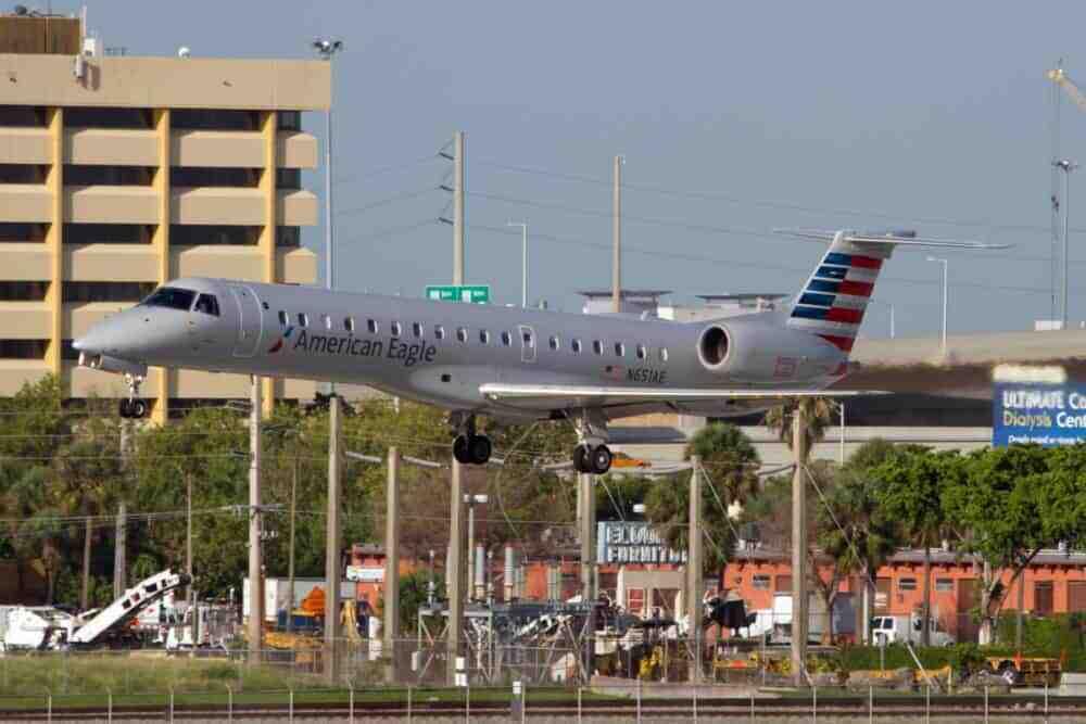 An American Eagle (Envoy Air) Embraer ERJ-145LR lands at