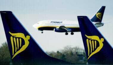 Ryanair flying in distance between 2 ryanair tails