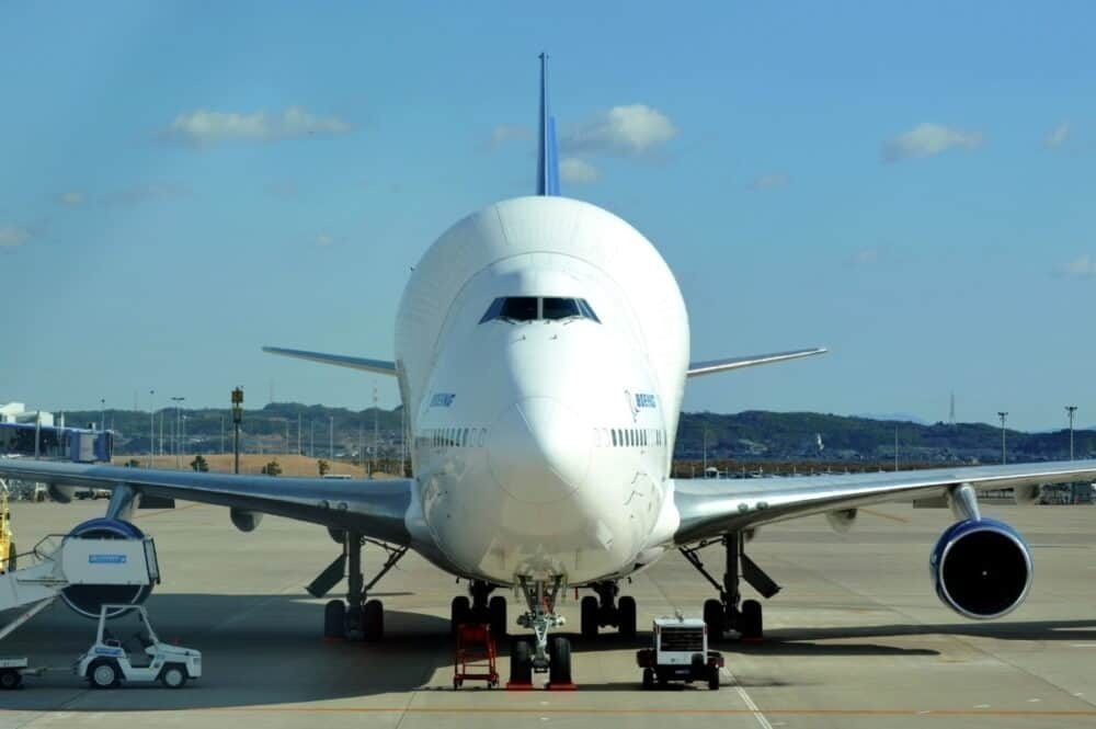 Boeing 747 Dreamlifter, Masks, Humanitarian Mission