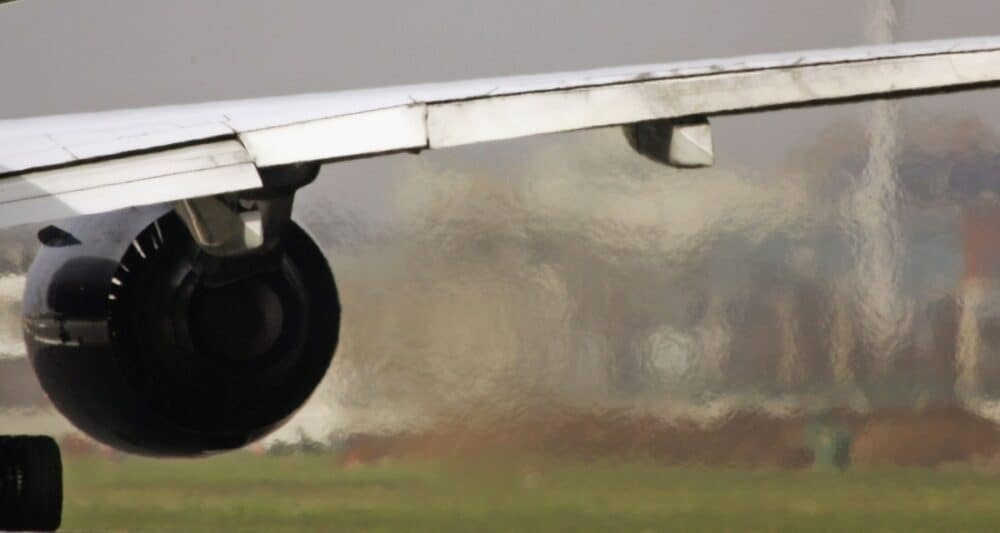 Airlines wing with emissions
