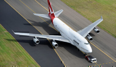 Qantas plans farewell flights for 747