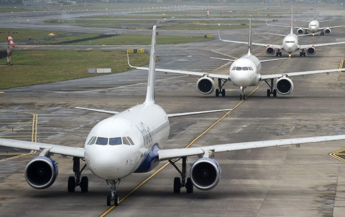 Aircraft queue airport