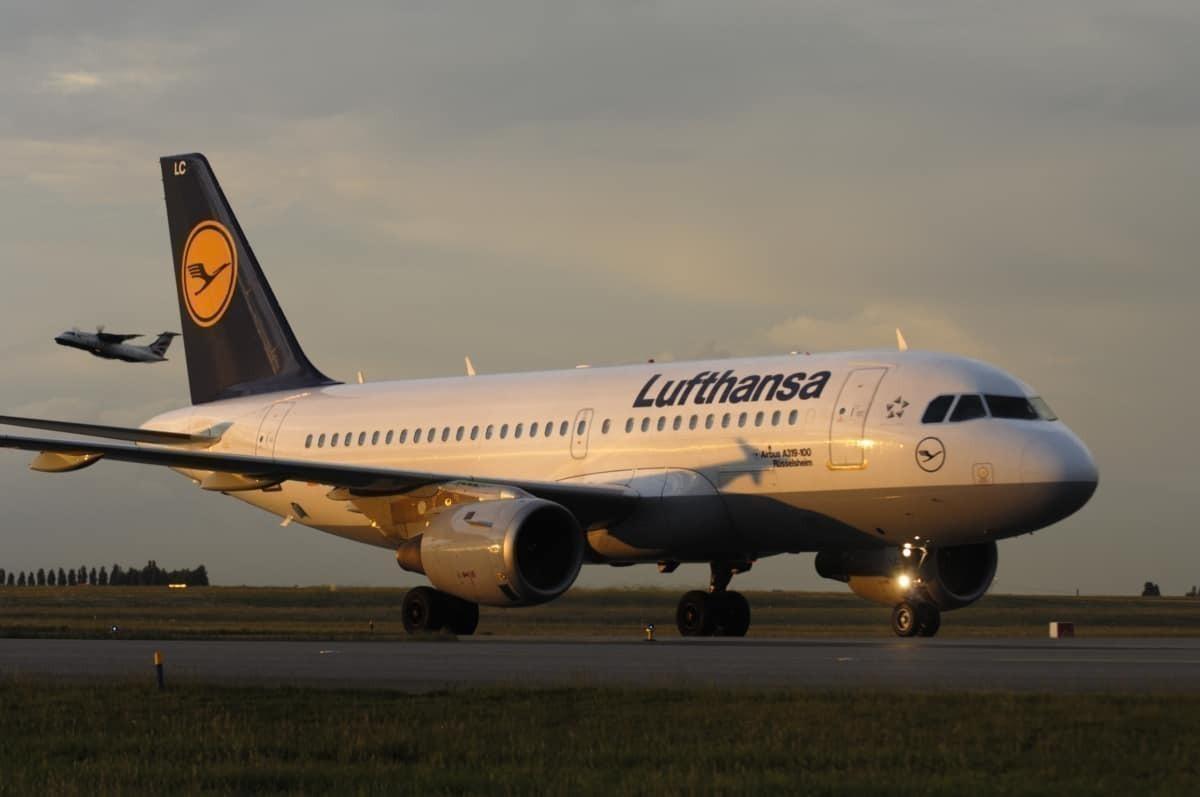Lufthansa A319, sunset