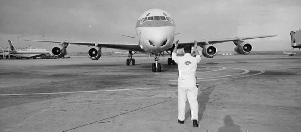 United DC-8 jet