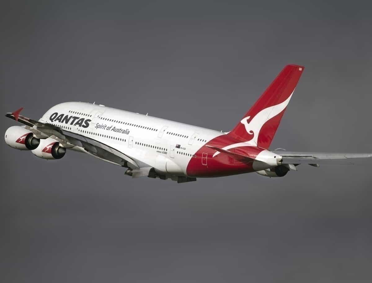 Qantas-Airbus-A380-Mojave-Cemetery