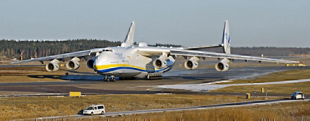 AN 225 on runway