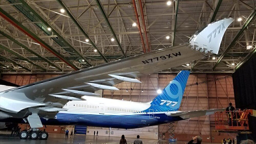 777X folding wing
