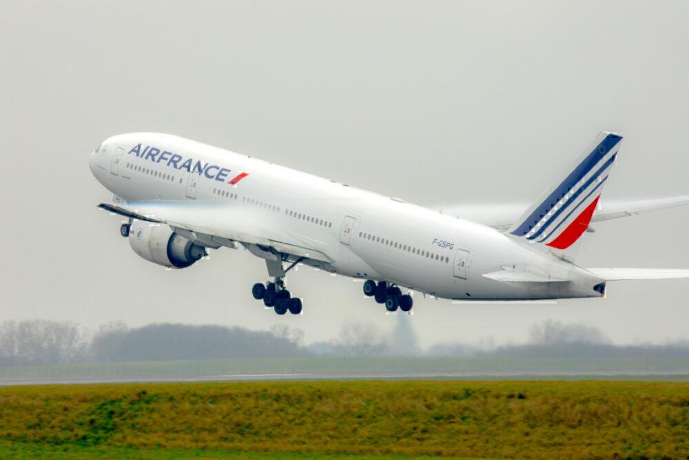 Air France B777-200ER take off