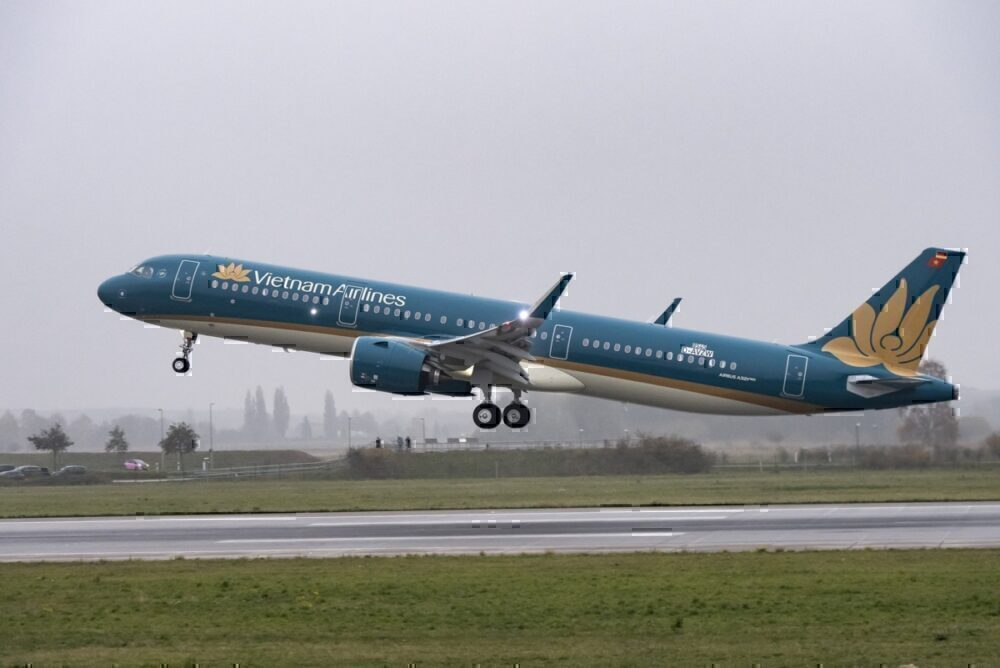 Vietnam-airlines-first-a320-neo