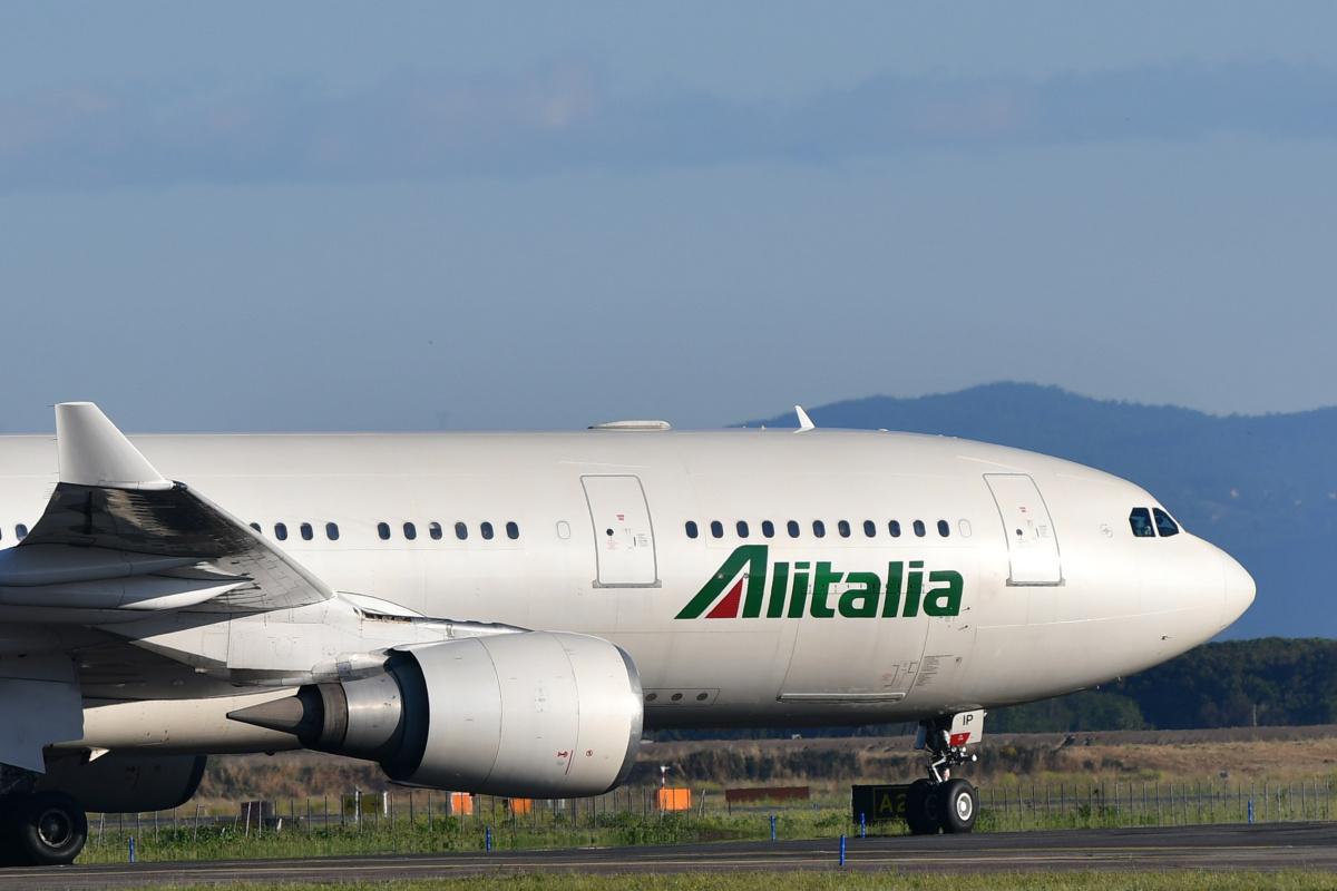 Alitalia taxiing