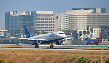 JetBlue A320 take-off