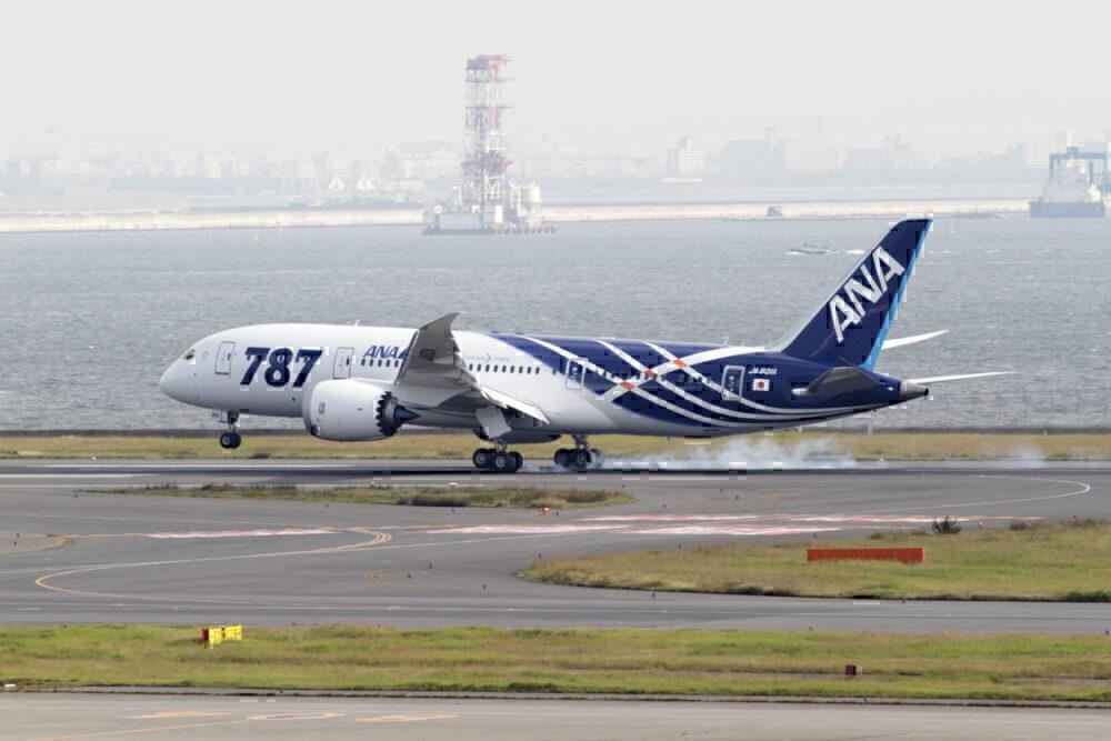 First Delivered 787 Landing in Haneda, Japan K65444-01