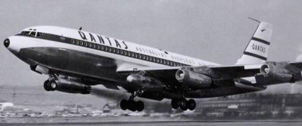 Qantas 707 fifth pod
