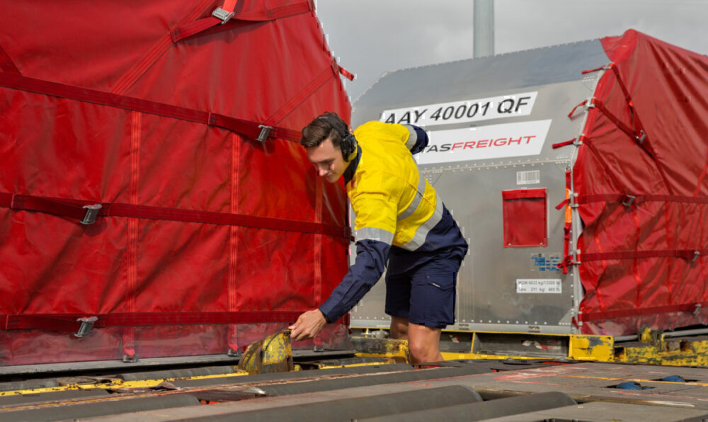 Qantas-Melbourne-freight-suspended