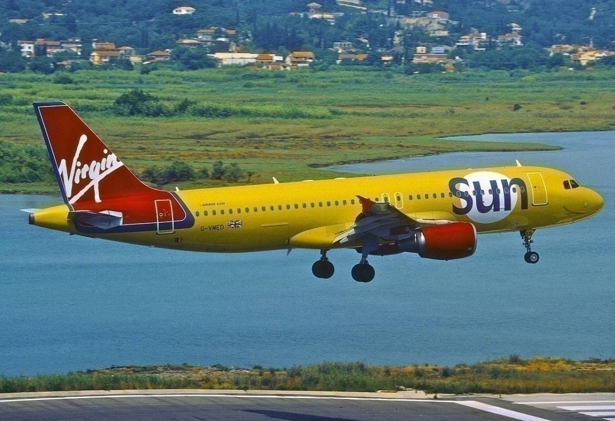 Virgin_Sun_Airbus_A320-214;_G-VMED,_June_2001_(8297179365)