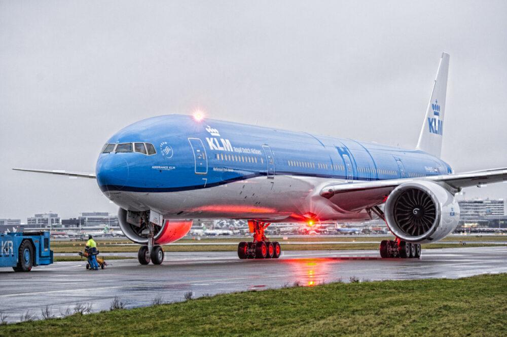 KLM 777 arrival