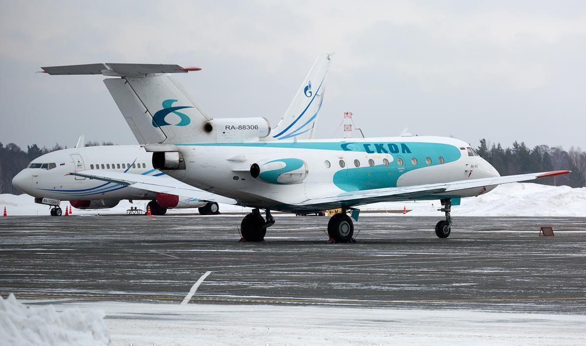 Skol Airlines Yak-40