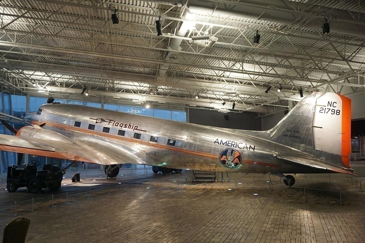 AA DC-3