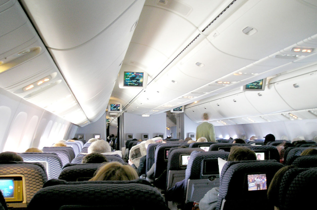 Continental Airlines 767-400ER economy cabin