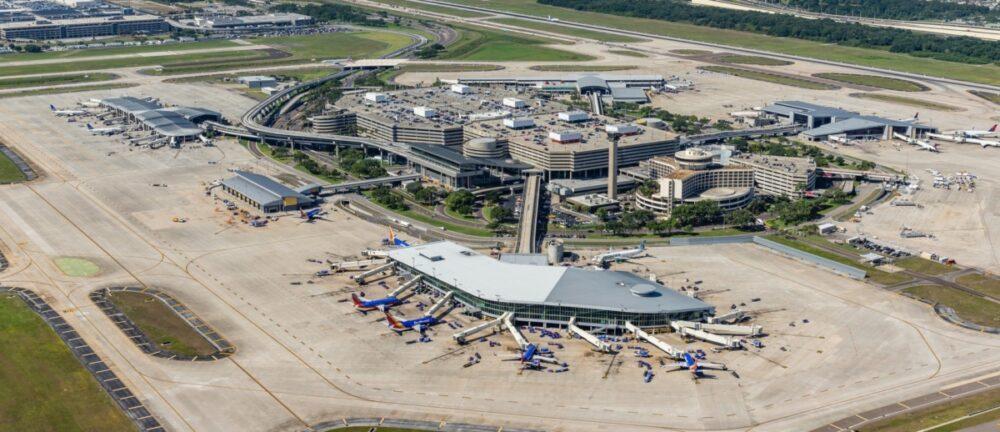 Tampa-Airport-free-flight-mask-reminder