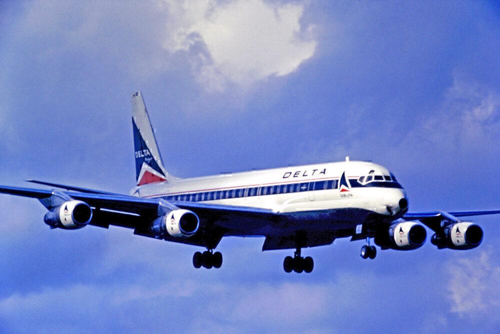 Delta DC-8