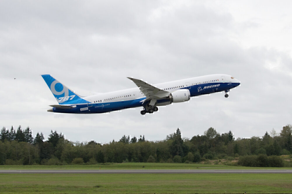 787-9 maiden flight