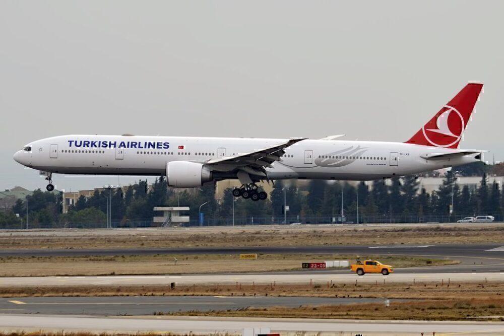 Turkish_Airlines, TC-LKB Boeing 777-36N