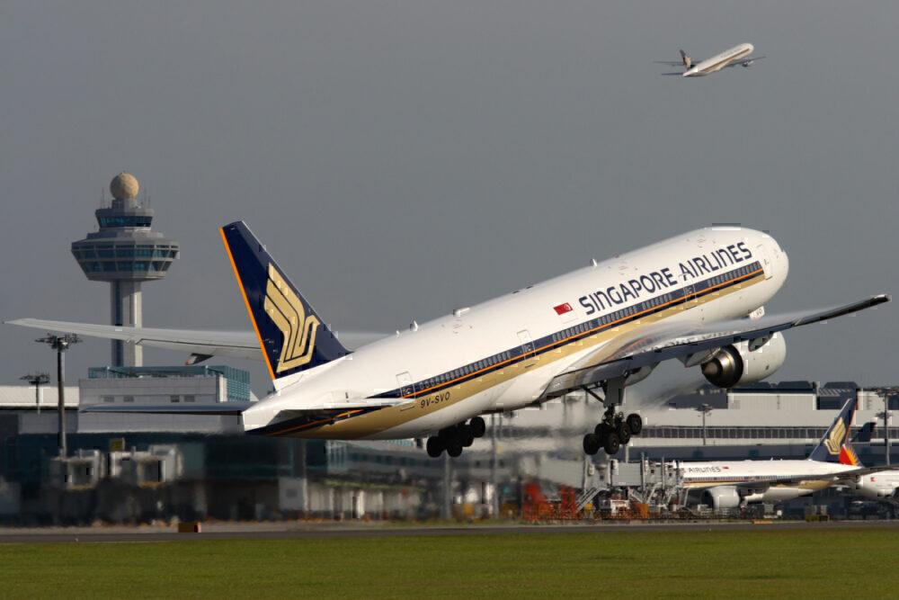 B777-200ER SIA in flight