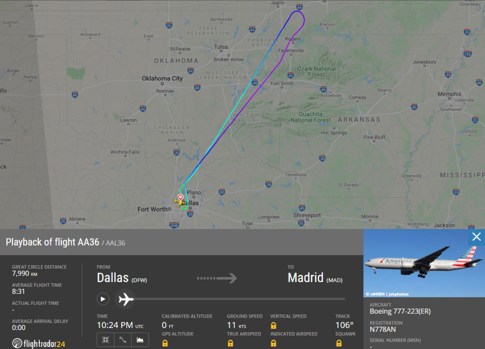 Two American Boeing 777s Divert Due To Cracked Windshields